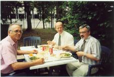 Posiłek w kantynie. Michał Stawarz, Andrzej Wójcik, Władek Meller